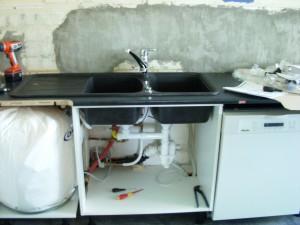 Kum, rør og oppvaskmaskin